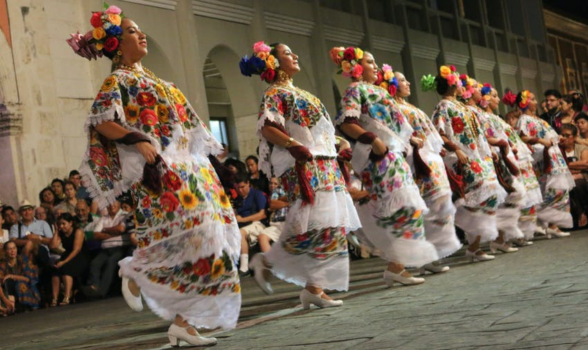 Experience the culture and learn to salsa as a volunteer in Mexico
