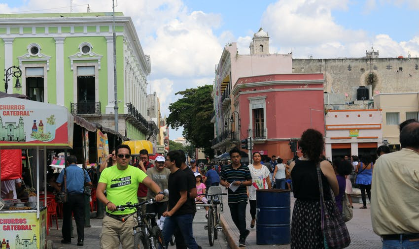 Volunteers check out Merida on a Sunday