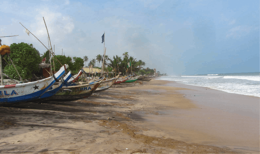 Volunteer in Ghana, boats on the beach