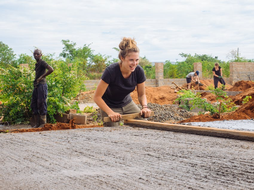 Internship vs volunteering - construction