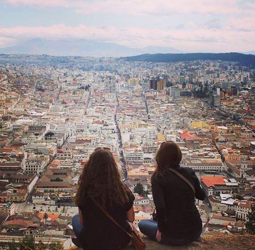 Two IVHQ volunteers in Ecuador