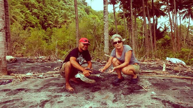 A senior Turtle conservation volunteer in Bali with IVHQ