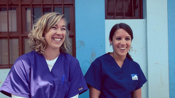 Pre med volunteers in Peru with IVHQ