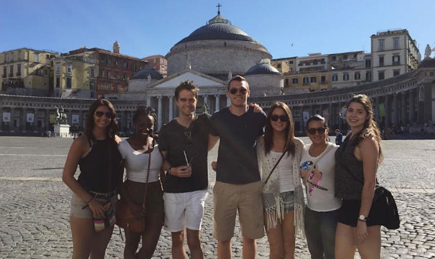 Make new friends as a solo volunteer and traveler with IVHQ