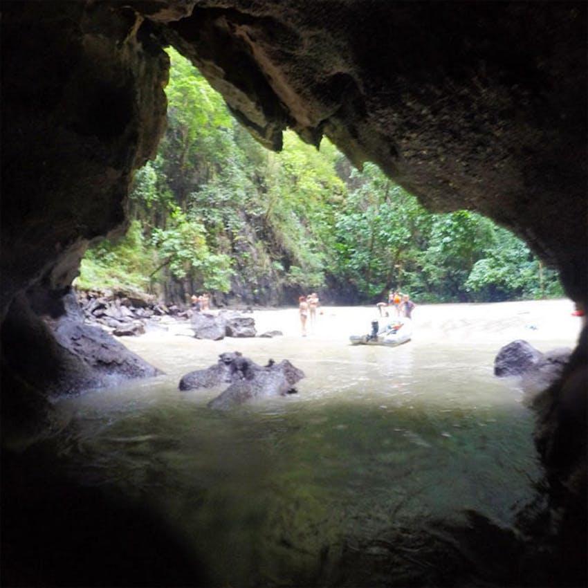 Visit Morakot Caves during an IVHQ weekend as an IVHQ volunteer in Thailand