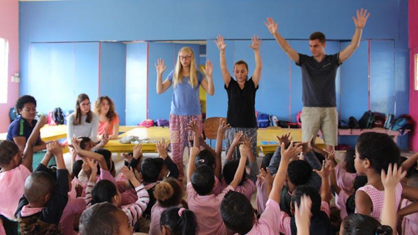 Volunteer teachers in Fiji with IVHQ during schoolies