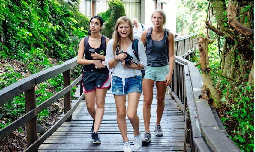 Bali weekend adventures for IVHQ volunteers during Schoolies