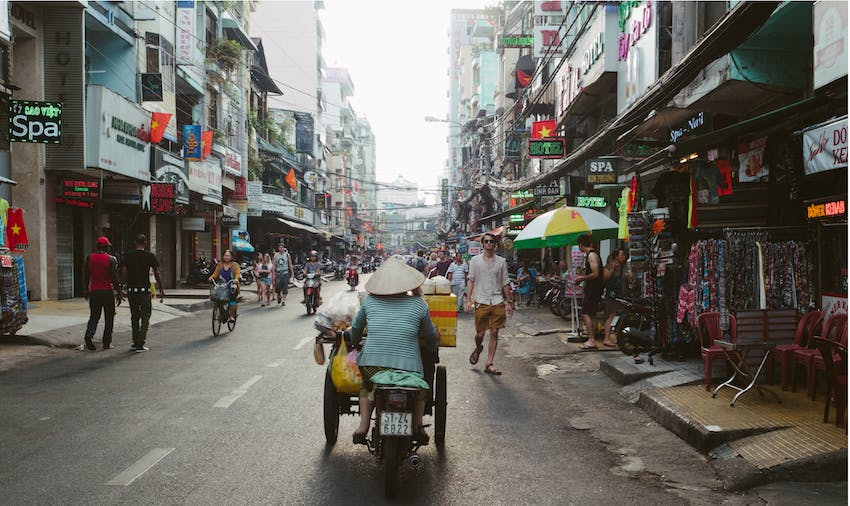 Exploring the streets of Vietnam as an IVHQ volunteer during schoolies