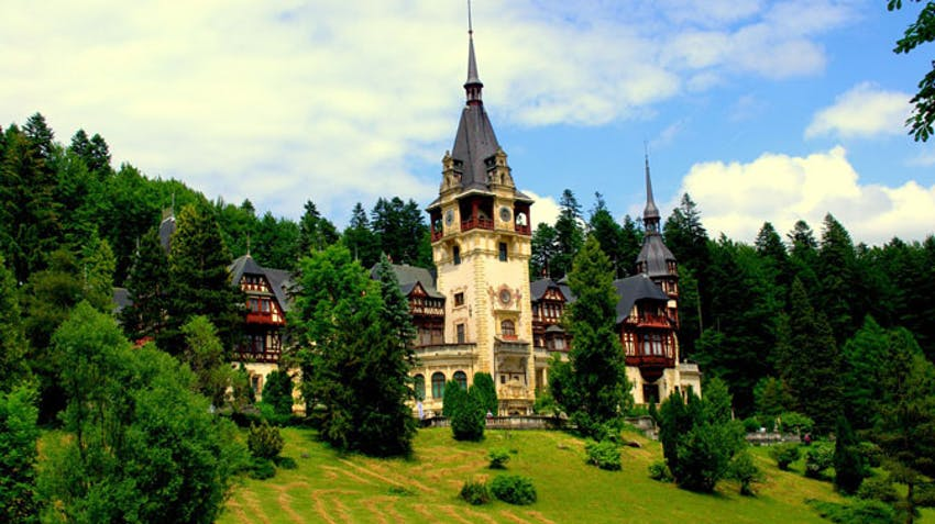 Visit amazing castles as a volunteer in Transylvania