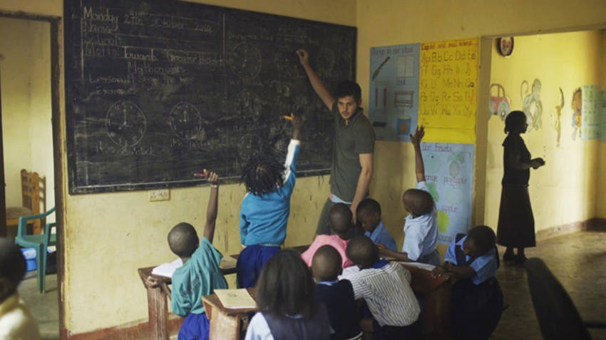 Combine volunteering with studying abroad with IVHQ in Uganda
