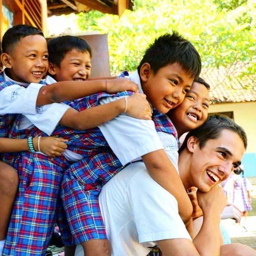 Entertaining children in Bali with IVHQ