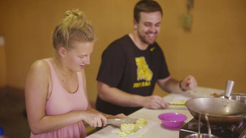 Volunteers enjoy a cooking class in the Philippines with IVHQ