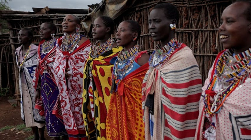 Volunteer in a Maasai village with IVHQ in Kenya