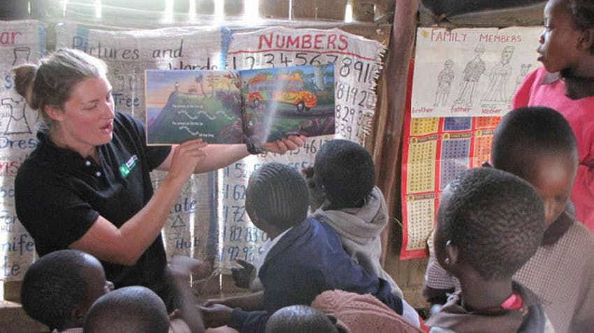 Olympic Rower, Rebecca Scown, teaching in Kenya with IVHQ
