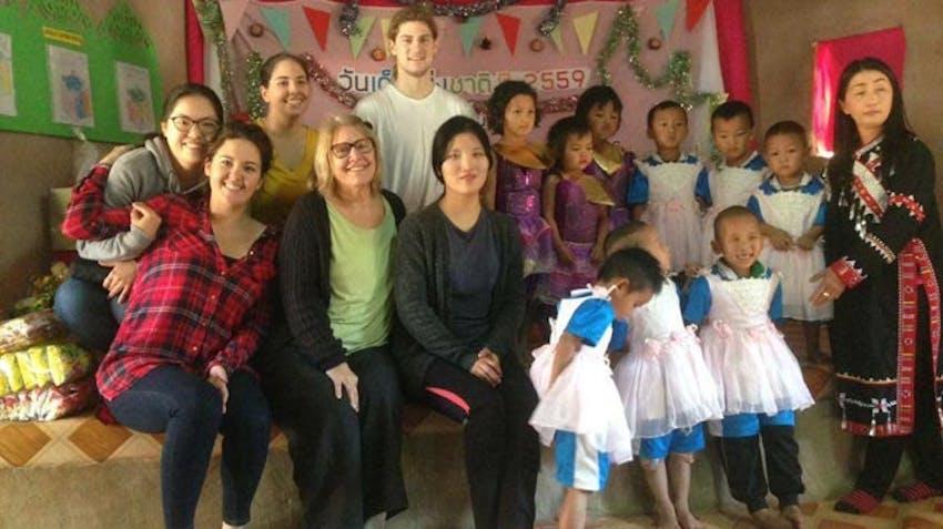 Teaching volunteers in Thailand with IVHQ