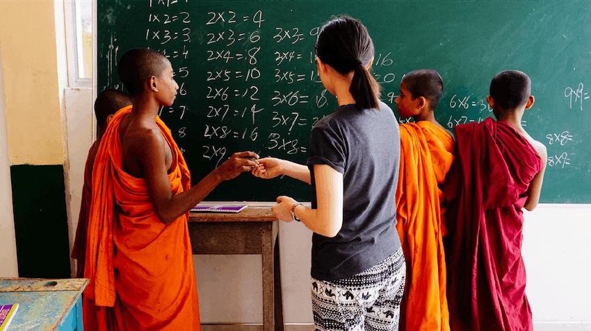Teenage volunteer in Sri Lanka with IVHQ