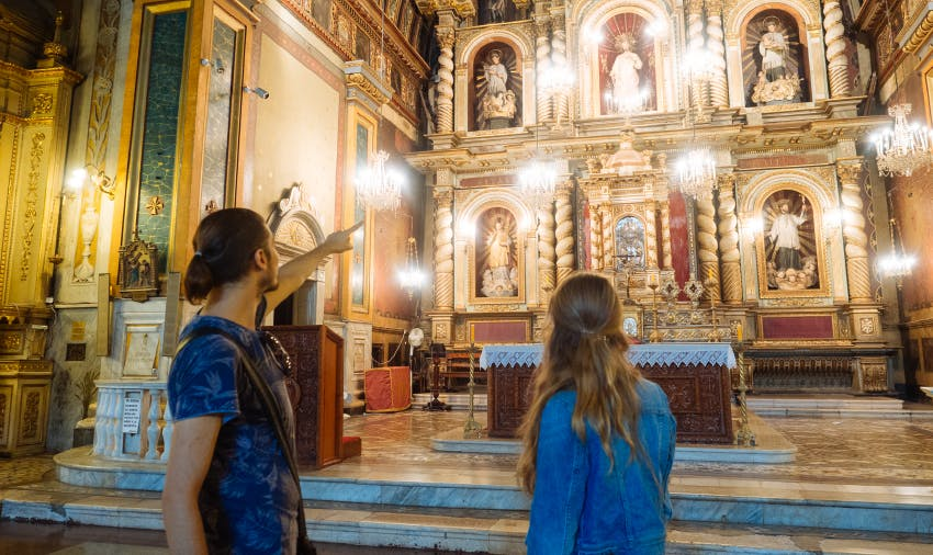 IVHQ volunteer on Cordoba chapel tour