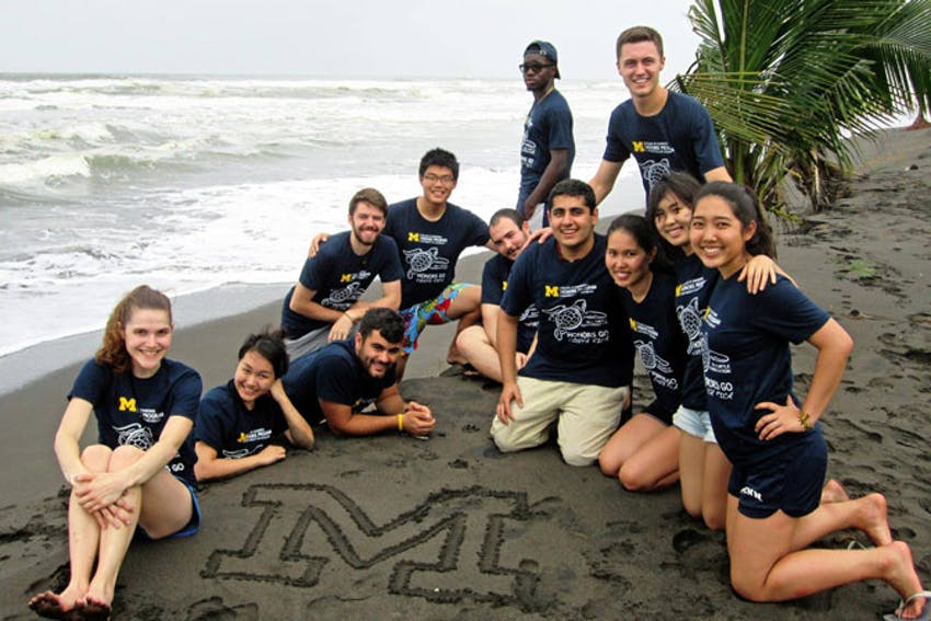 Meeting new people as a volunteer on an alternative break in Costa Rica