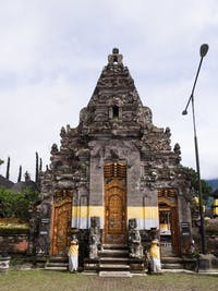 Visiting the local temples near the volunteer accommodation in Lovina, Bali with IVHQ