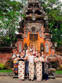 Group of volunteer in Bali