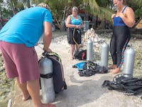 PADI Dive course in Belize with IVHQ