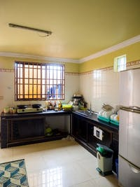 Volunteer kitchen in Cambodia with IVHQ