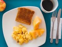 IVHQ volunteer breakfast in Colombia, Bogota