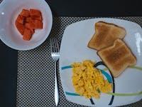 Volunteer breakfast in Cartagena, Colombia with IVHQ