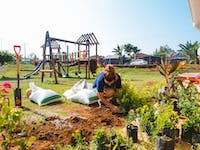 IVHQ Construction and Renovation volunteer in Costa Rica gardening