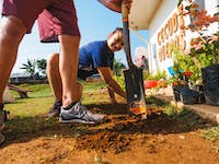 IVHQ Construction and Renovation volunteer in Costa Rica digging