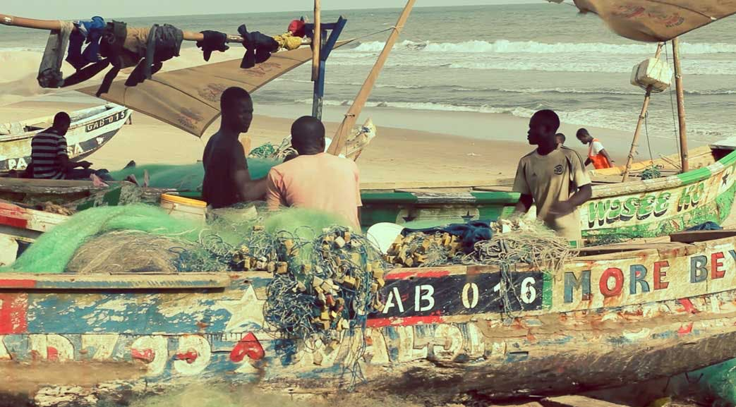 Volunteers visit Accra Beach during an IVHQ weekend in Ghana