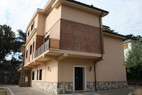 Volunteer accommodation exterior in Rome, Italy with IVHQ