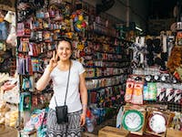 IVHQ volunteers explore Vientiane markets in Laos during the weekend