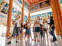 IVHQ volunteers explore Vientiane temples in Laos during the weekend
