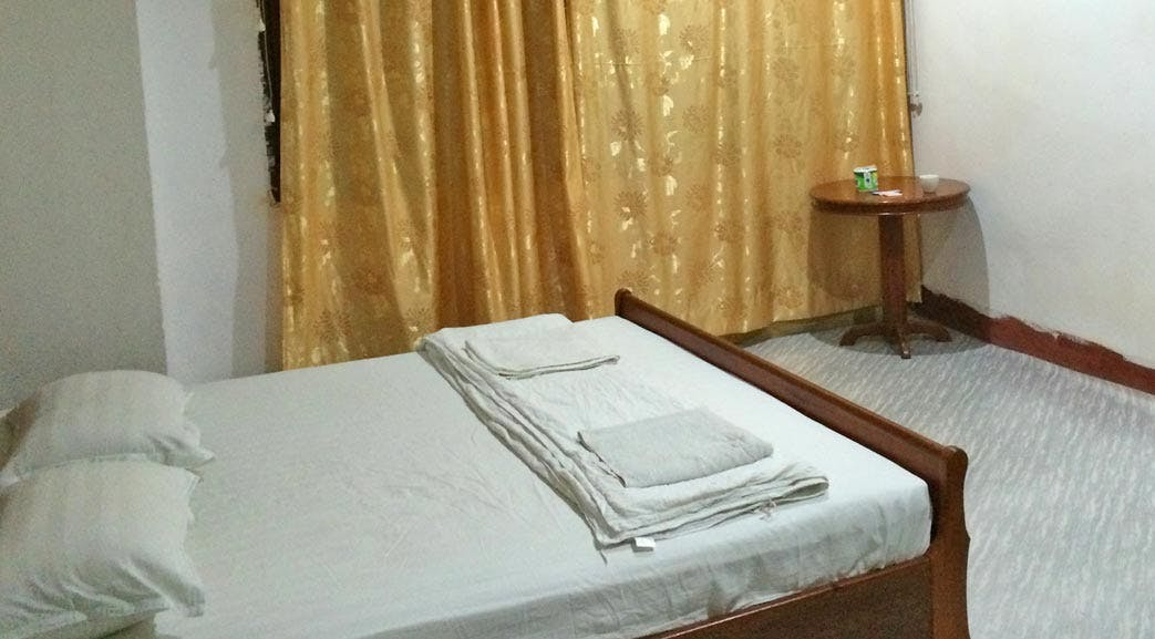Laos volunteer accommodation double room