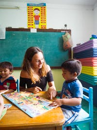 IVHQ Childcare volunteer pointing in Mexico