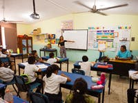 Volunteer English teacher with classroom IVHQ in Mexico