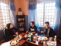 Pohkara Nepal volunteers eating