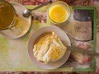 Volunteer breakfast in Cusco with IVHQ