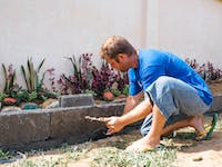 IVHQ volunteer in the Philippines working in construction & renovation