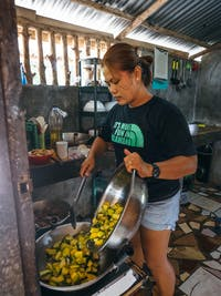IVHQ's local team prepares meal in the Philippines