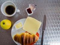 Volunteer breakfast in Portugal with IVHQ