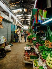 Looking at the Kandy Markets with IVHQ in Sri Lanka
