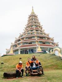 IVHQ volunteers temple in Chiang Rai during an IVHQ weekend