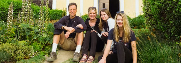 Family volunteer opportunities abroad with IVHQ