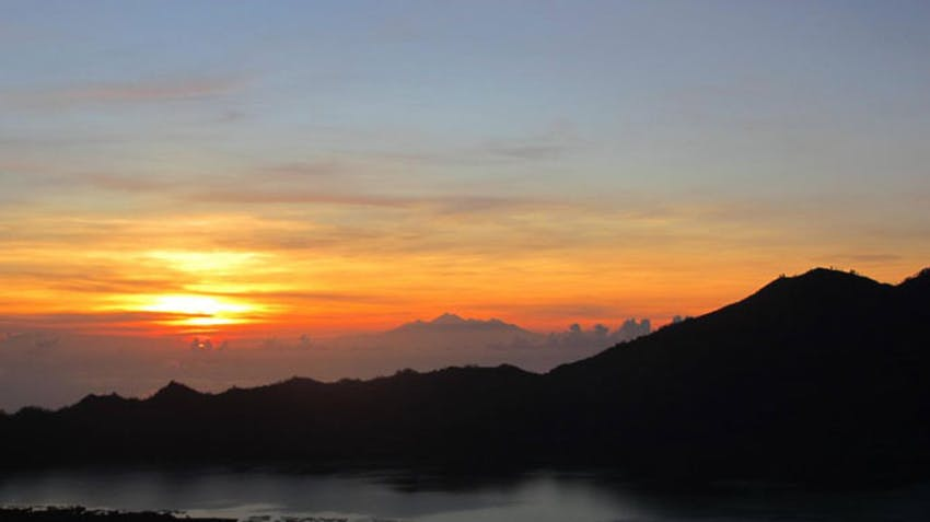 Check out a sunrise on Mt Batur as an IVHQ volunteer