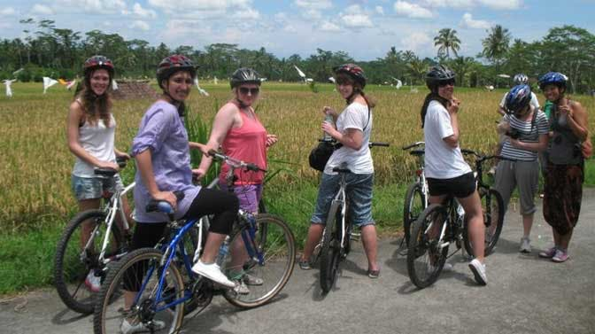 Take a cycle tour during an IVHQ weekend
