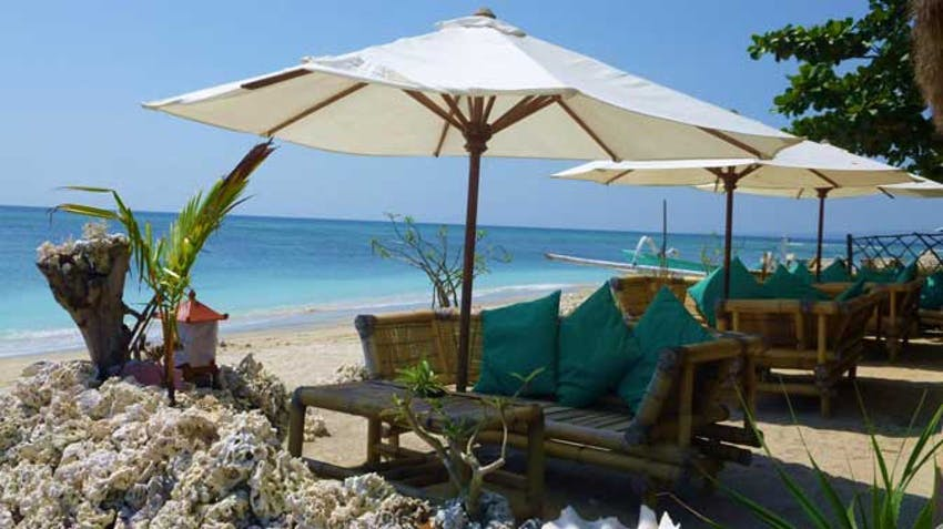 Relax at Lombok Beach during an IVHQ weekend