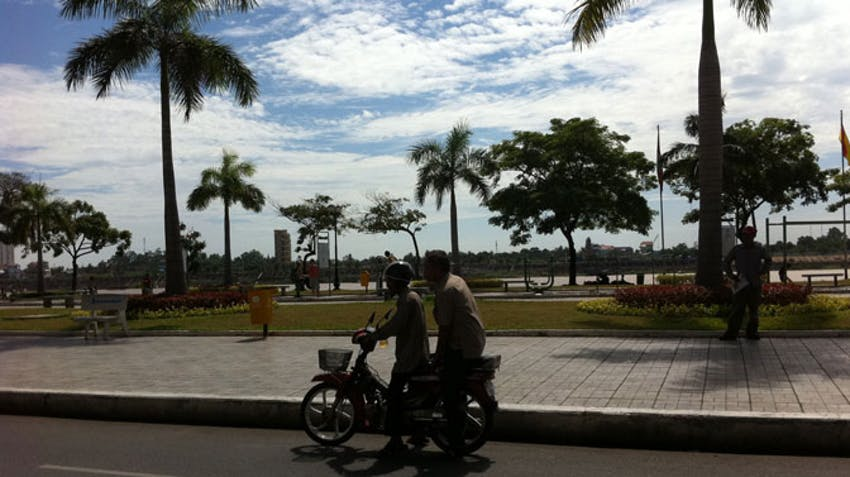 Walk down the Riverside in Phnom Penh as an IVHQ volunteer
