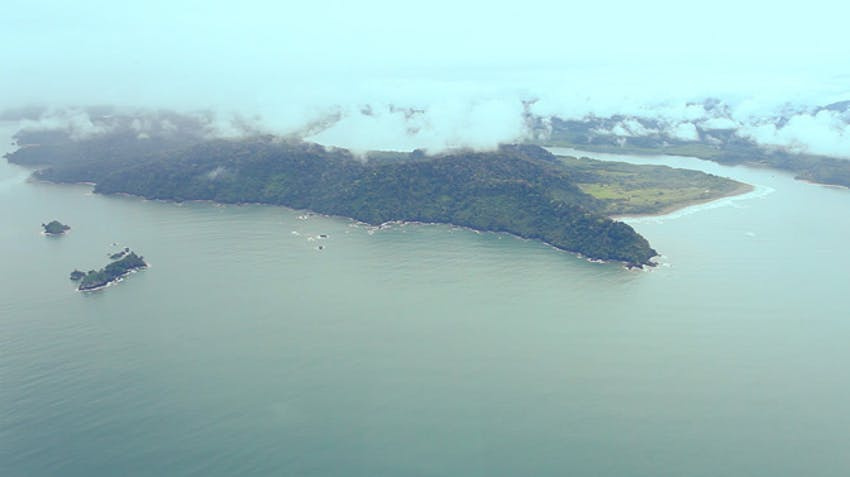 Flying over Costa Rica as an IVHQ volunteer